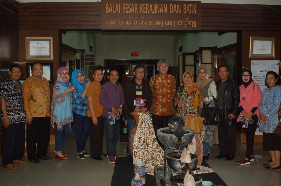 Ingin Tingkatkan Kualitas Produk IKM, Kepala Disperindag Kabupaten dan Kota di Provinsi Jawa Timur Berkunjung ke BBKB Yogyakarta_foto