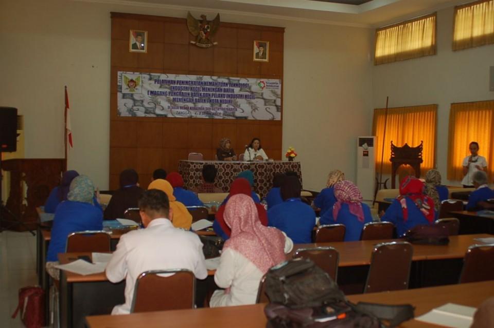 Pelatihan Kerajinan Logam Kerjasama Badan Pengembangan Wilayah Suramdu (BPWS) Dengan Balai Besar Kerajinan dan Batik Yogyakarta (BBKB)_foto