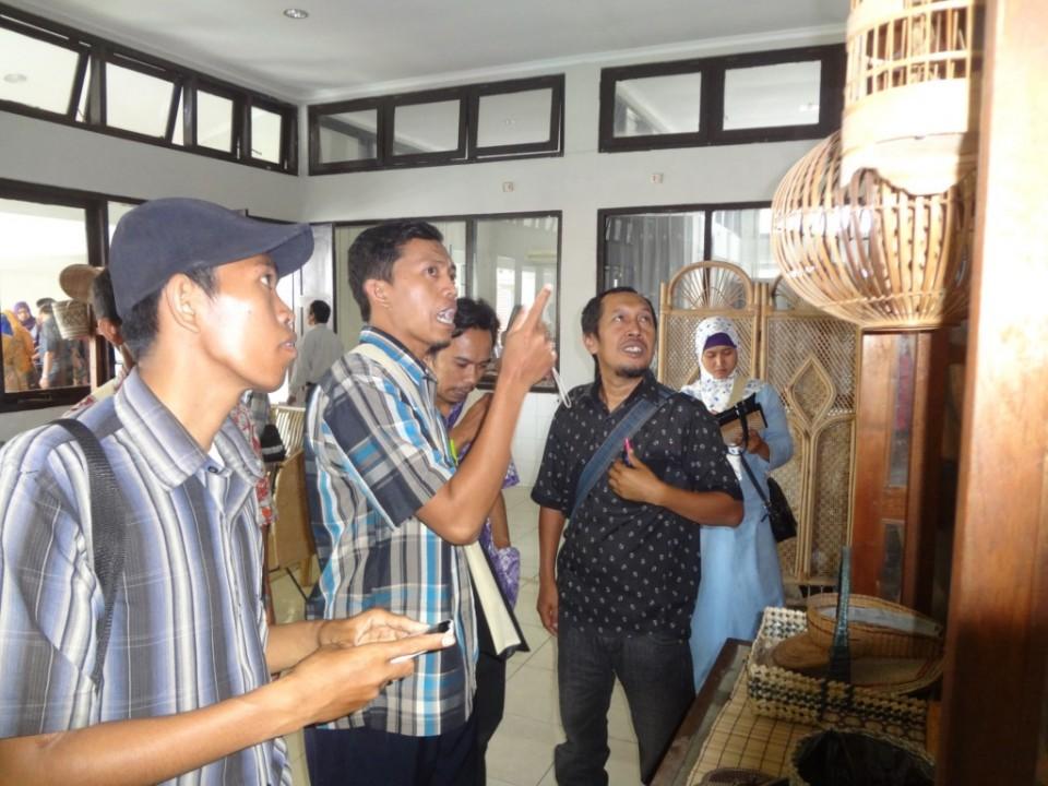 Diskoperindag Kab. Bondowoso Berusaha Kembangkan Klaster Bambu dengan Studi Banding ke BBKB (13/4)_foto