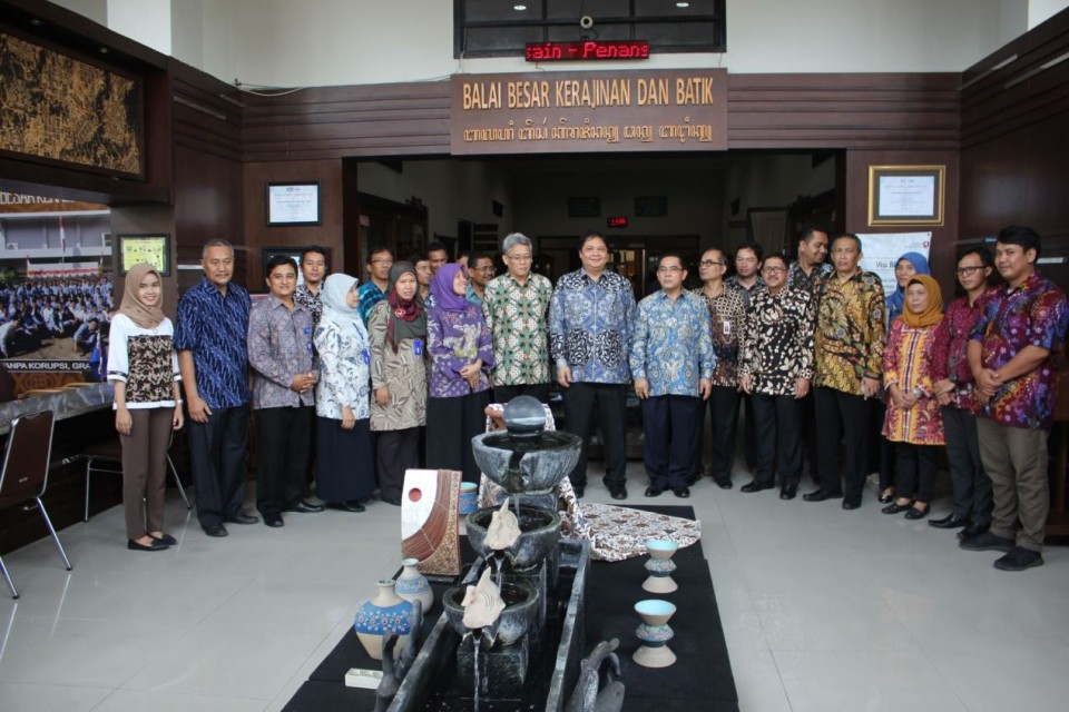 Kunjungan Menteri Perindustrian Bapak Ir. Airlangga Hartarto, MBA, MMT di Balai Besar Kerajinan dan Batik Yogyakarta_foto