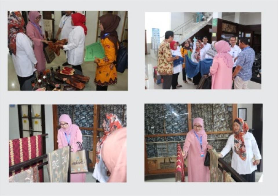 Ingin Tingkat Kualitas Batik, Ketua Dekranasda Beserta Kepala Disperindag Kota Solok, Sumbar  Berkunjung ke BBKB_foto
