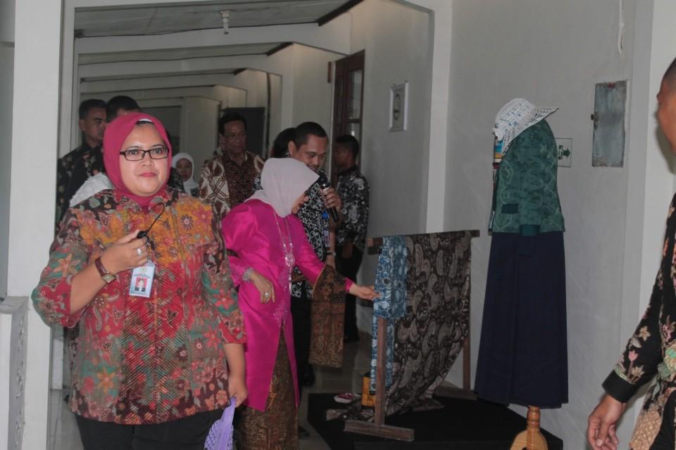 Kunjungan Ibu Mufidah Jusuf Kalla Ke Balai Besar Kerajinan dan Batik Yogyakarta_foto