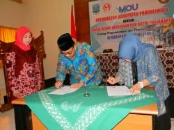 Penandatangan MoU antara Pemda Kabupaten Probolinggo dengan BBKB Yogyakarta Dalam Rangka Pengembangan IKM Kerajinan dan Batik di Probolinggo_foto