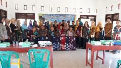 Pelatihan Pewarnaan dan Pemasaran Batik Kerjasama BBKB dengan Disperindagkop UKM Kab. Banjarnegara_foto