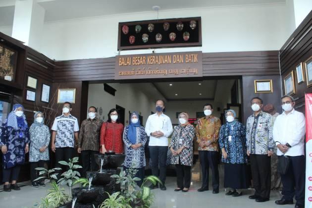 Kunjungan Kerja Menteri Perindustrian RI  Dalam Rangka Meresmikan Digital Learning Center  Kerajinan dan Batik_foto