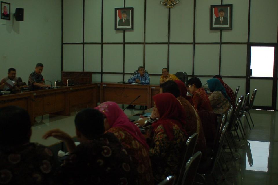Kepala Balitbangda Provinsi Jambi dan Ketua DPRD Kota Jambi Berkunjung ke BBKB Yogyakarta Dalam Rangka Penerapan Inovasi Teknologi Pewarnaan Batik Warna Alam_foto